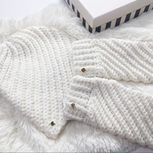 Kate Spade NWT off white Hat and Mittens Gift set